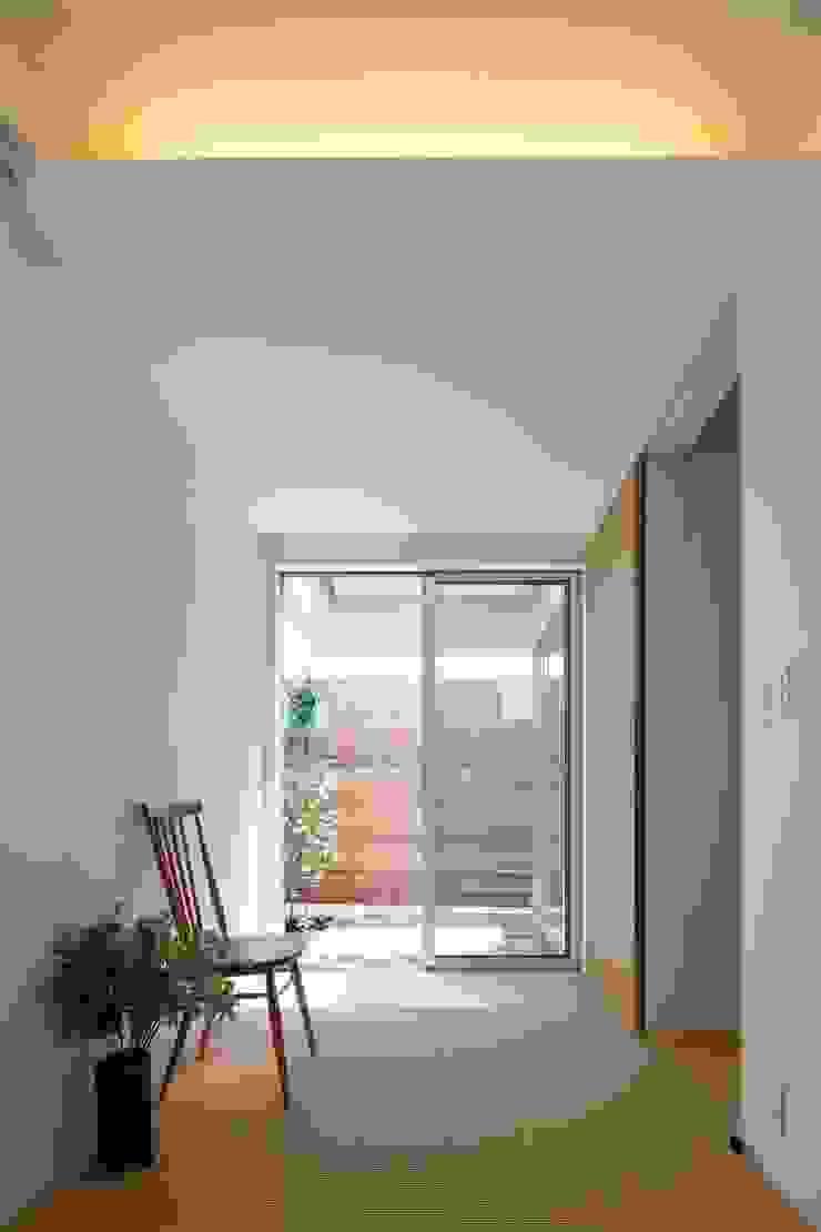 等々力の家 ミニマルスタイルの 寝室 の アトリエ スピノザ ミニマル