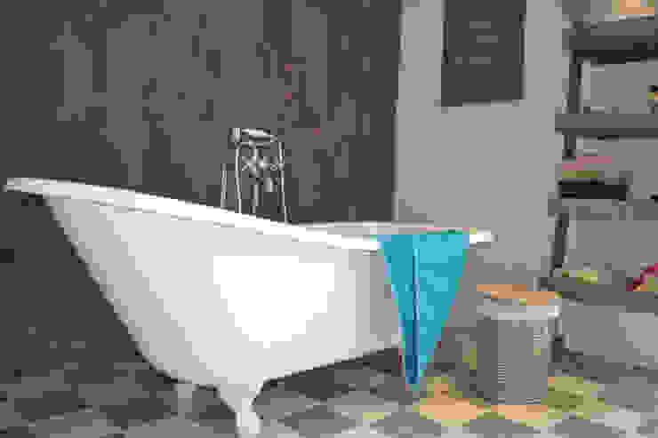 la longère Salle de bain industrielle par Courants Libres Industriel
