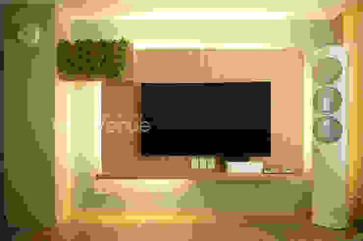 Modern living room by 퍼스트애비뉴 Modern