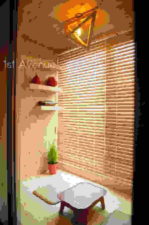 Dormitorios modernos: Ideas, imágenes y decoración de 퍼스트애비뉴 Moderno