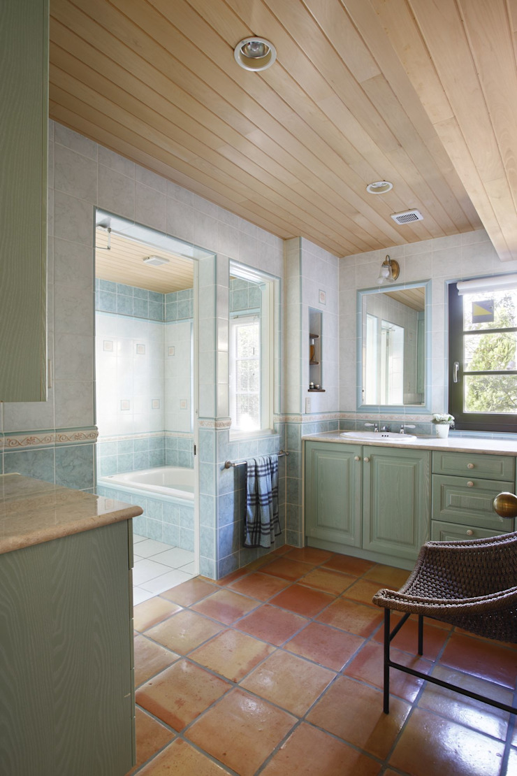 SI house | SANKAIDO 地中海スタイルの お風呂・バスルーム の SANKAIDO | 株式会社 参會堂 地中海