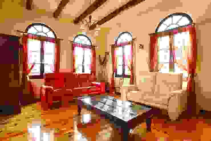 SI house | SANKAIDO 地中海デザインの リビング の SANKAIDO | 株式会社 参會堂 地中海