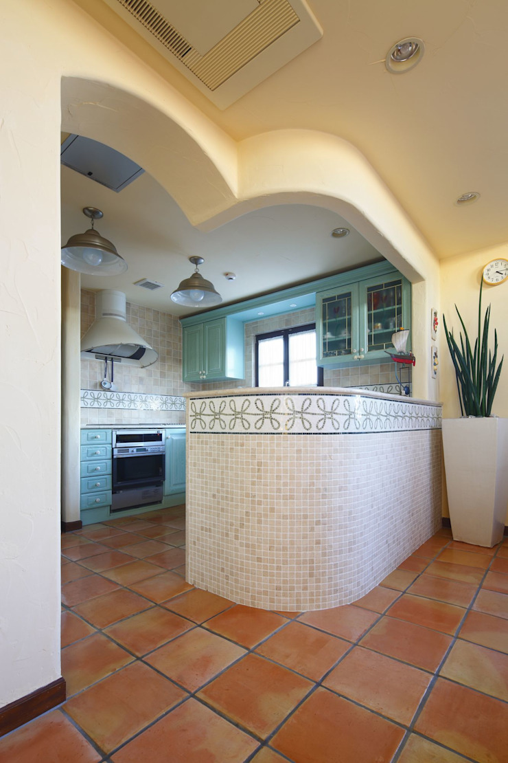 SI house | SANKAIDO 地中海デザインの キッチン の SANKAIDO | 株式会社 参會堂 地中海