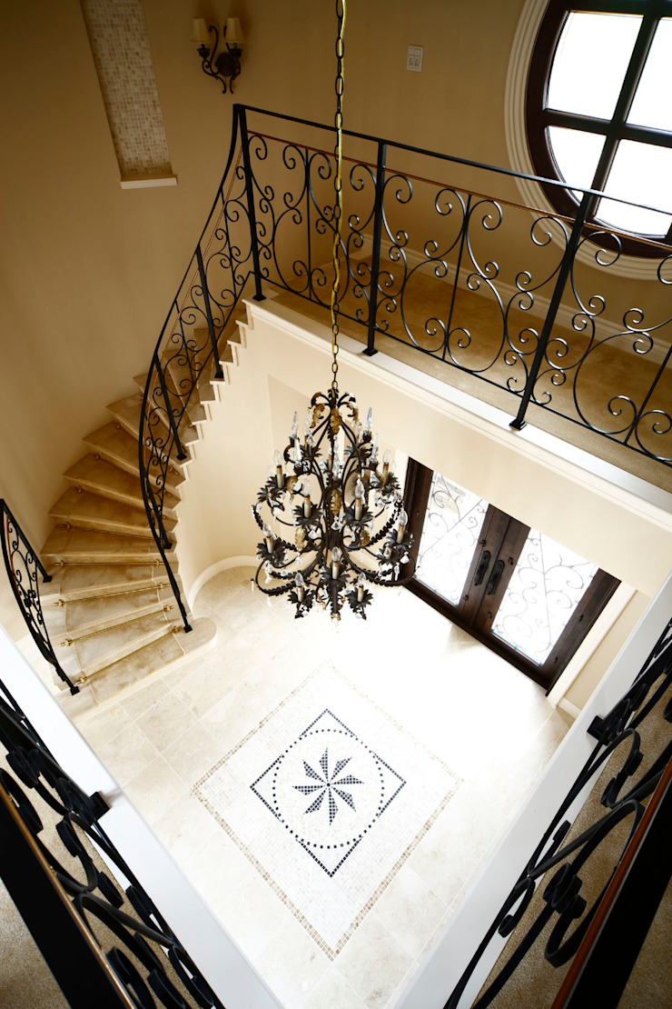 Classic style corridor, hallway and stairs by SANKAIDO | 株式会社 参會堂 Classic