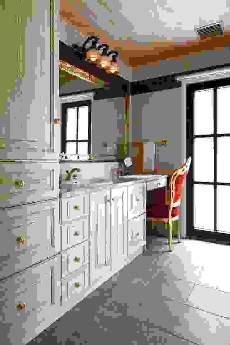 Classic style bathroom by SANKAIDO | 株式会社 参會堂 Classic