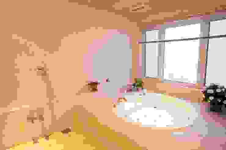 MA house | SANKAIDO モダンスタイルの お風呂 の SANKAIDO | 株式会社 参會堂 モダン