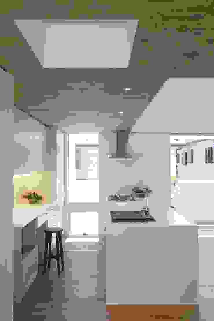 等々力の家 ミニマルデザインの キッチン の アトリエ スピノザ ミニマル