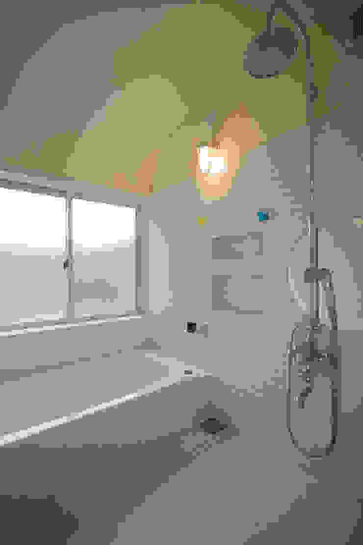 マッシュルーム・ハウス オリジナルスタイルの お風呂 の 大森建築設計室 オリジナル タイル