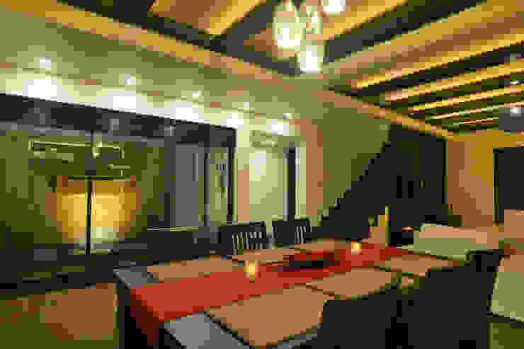 Weekend Villa Interior Modern dining room by RUST the design studio Modern Wood Wood effect