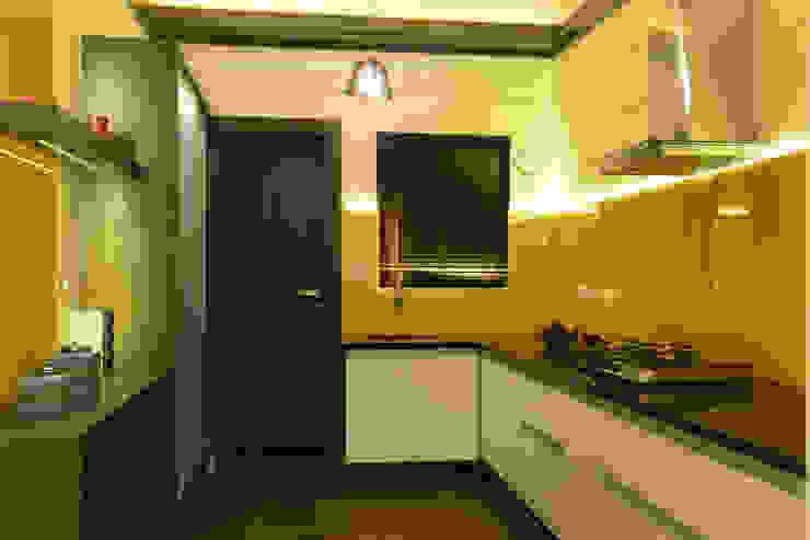 Weekend Villa Interior Modern kitchen by RUST the design studio Modern Glass