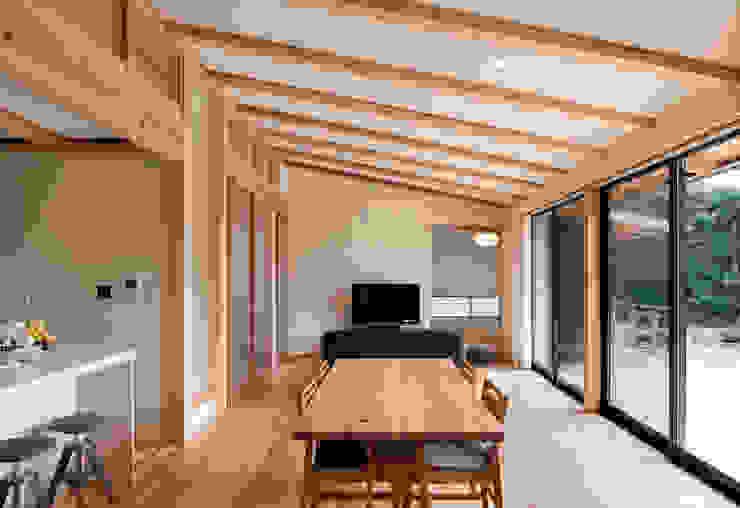 Salle à manger de style  par 大森建築設計室
