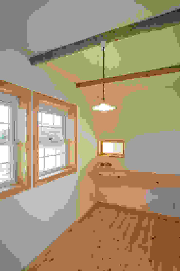 大森建築設計室 Ausgefallene Arbeitszimmer Holz