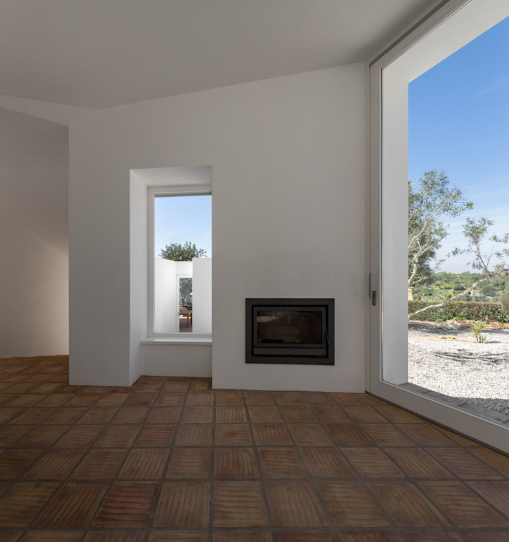 CASA VALE DE MARGEM Modern Living Room by MARLENE ULDSCHMIDT Modern