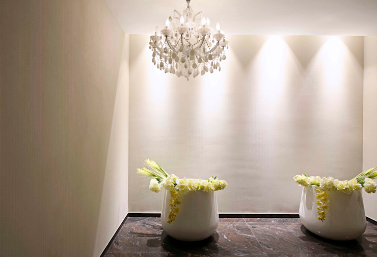 ABIL Experience Center—Castle Royale T7 Modern corridor, hallway & stairs by Aijaz Hakim Architect [AHA] Modern