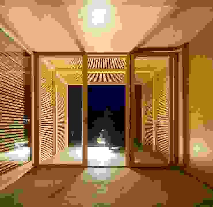 THE PAVILLION Janelas e portas minimalistas por MARLENE ULDSCHMIDT Minimalista