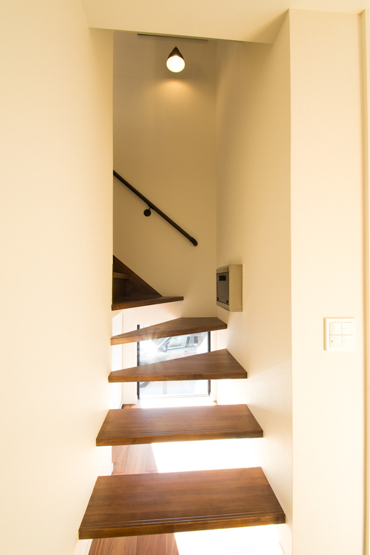loop house オリジナルスタイルの 玄関&廊下&階段 の 株式会社スタジオ・チッタ Studio Citta オリジナル