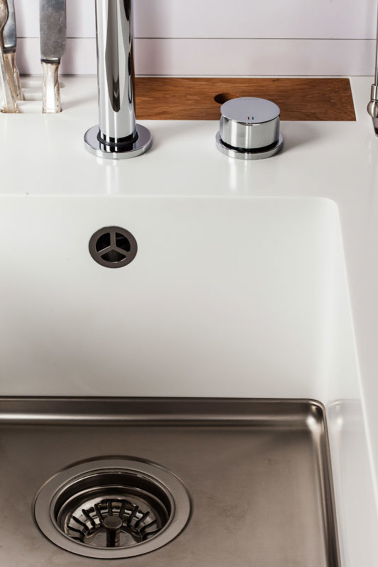 Charlotte Raynaud Studio KücheSpülen und Armaturen Weiß