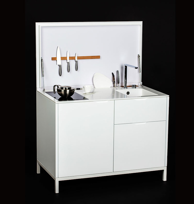 Charlotte Raynaud Studio KücheSchränke und Regale Holz Weiß
