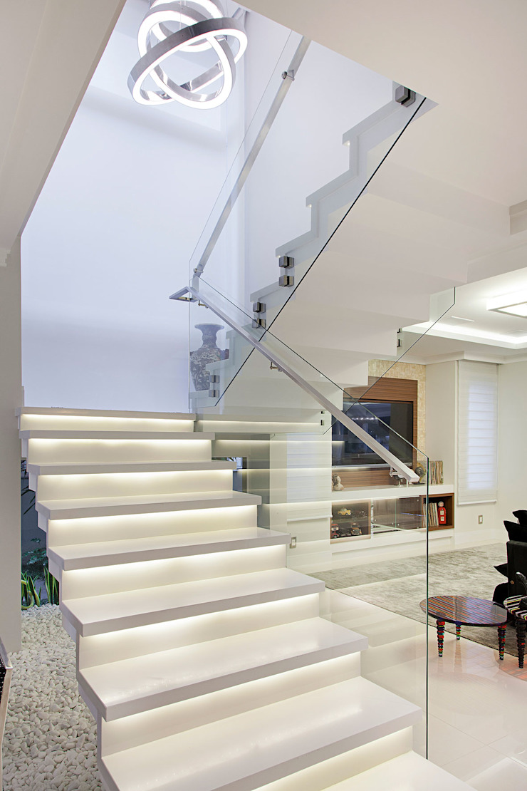 Eclectic style corridor, hallway & stairs by ANDRÉ PACHECO ARQUITETURA Eclectic