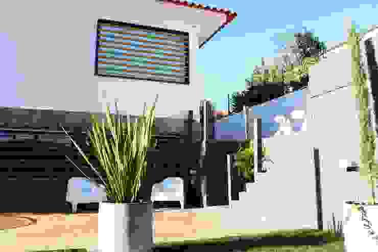 Moradia Garrett: Casas  por ARQAMA - Arquitetura e Design Lda