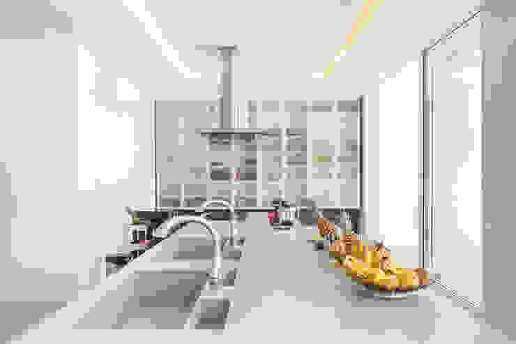 Minimalistische keukens van Joana França Minimalistisch