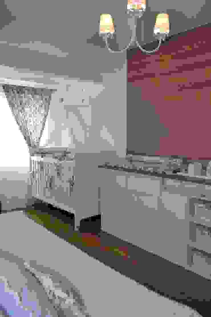 Quarto Menina Felix Crame Quarto infantil clássico por Isabella Machado Arquitetura Clássico