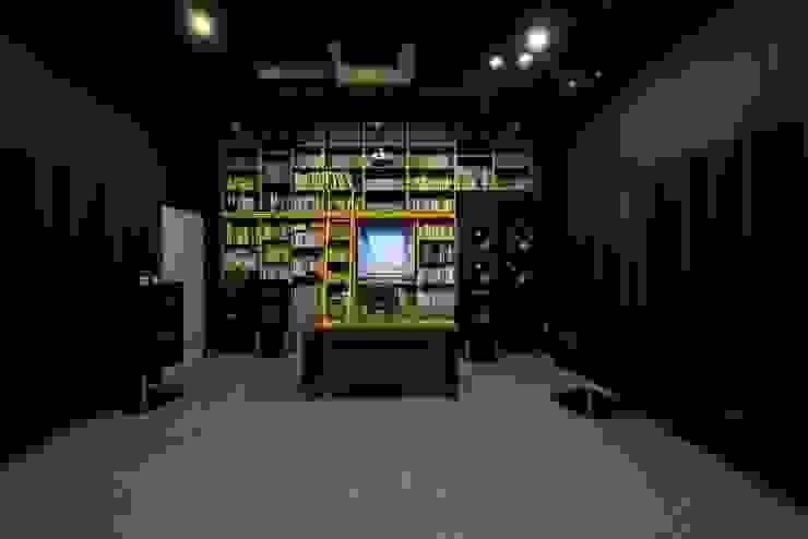 Oficinas y bibliotecas de estilo moderno de 'Snow AIDe Moderno