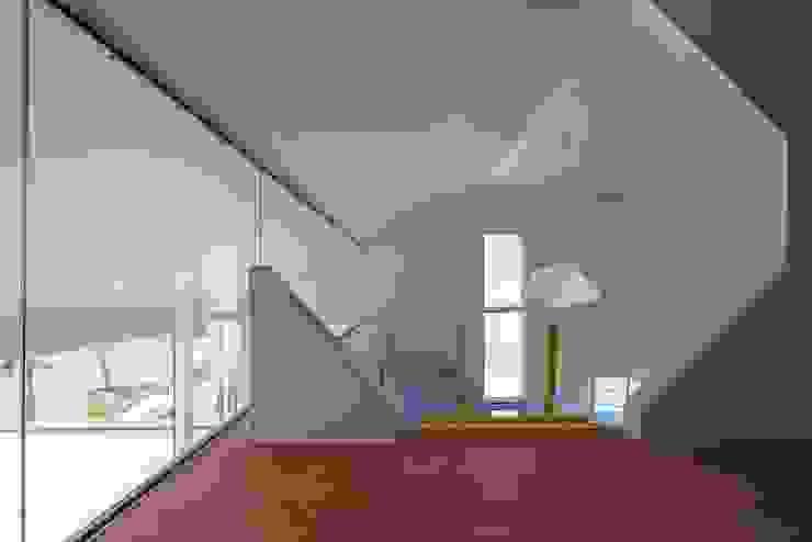 Dormitorios infantiles de estilo moderno de 'Snow AIDe Moderno