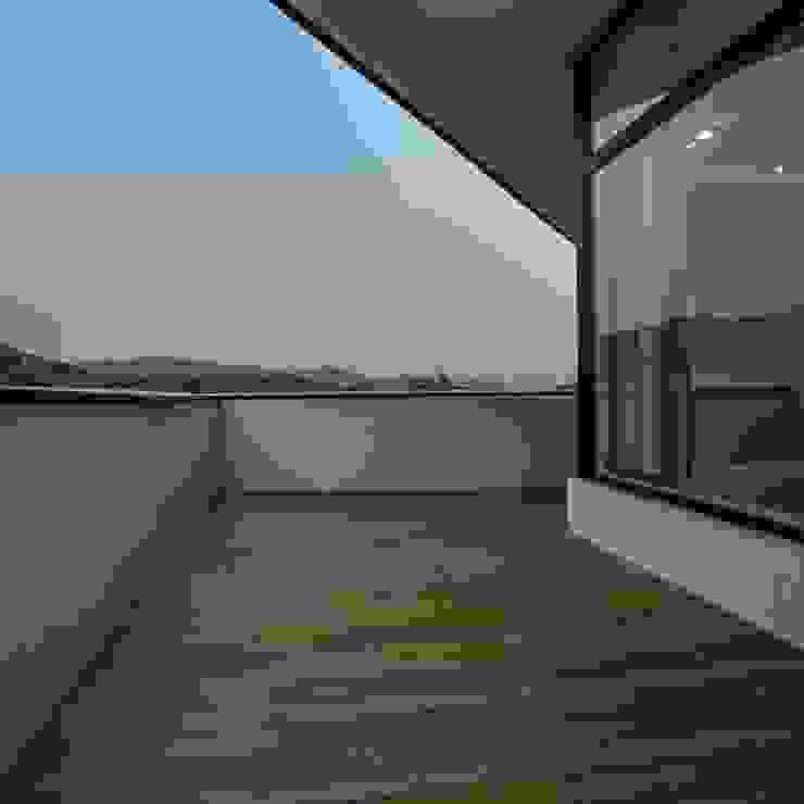 Balcones y terrazas modernos de 'Snow AIDe Moderno