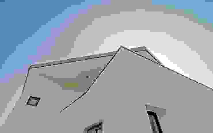 Casas estilo moderno: ideas, arquitectura e imágenes de 'Snow AIDe Moderno