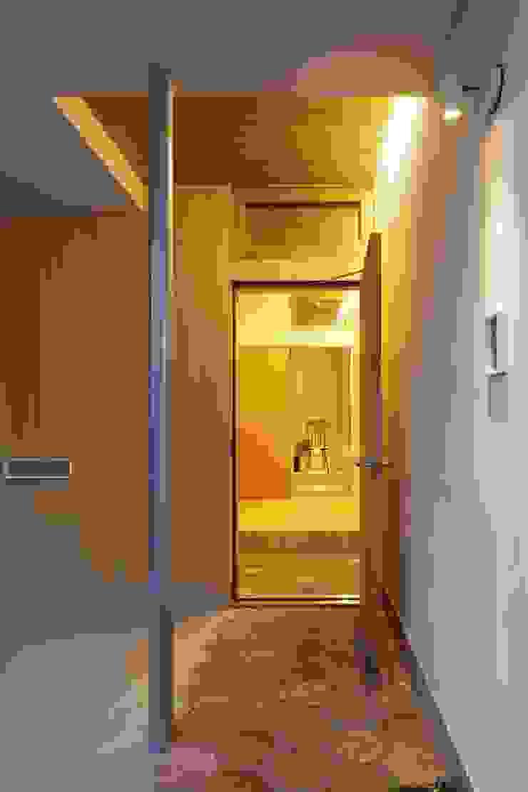 等々力の家 北欧デザインの ガレージ・物置 の アトリエ スピノザ 北欧
