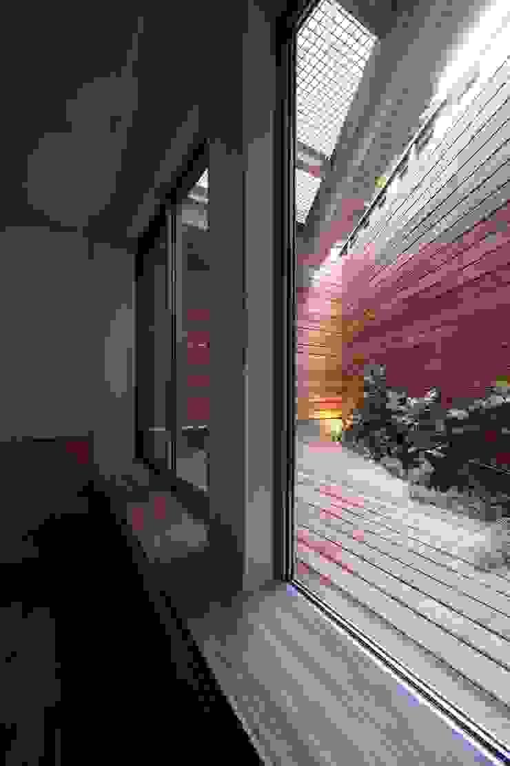 白金の家 北欧デザインの テラス の アトリエ スピノザ 北欧