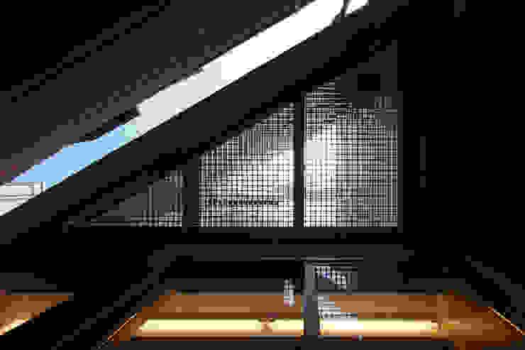 白金の家 モダンデザインの テラス の アトリエ スピノザ モダン