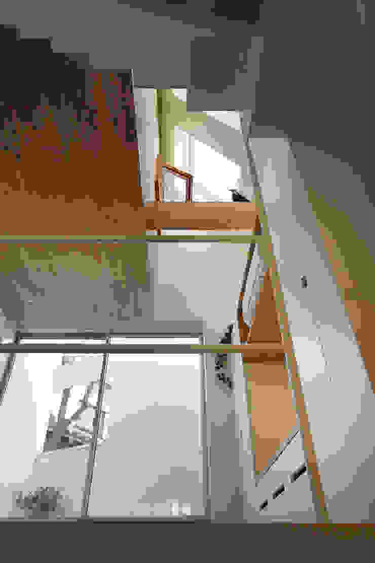 白金の家 ミニマルスタイルの 玄関&廊下&階段 の アトリエ スピノザ ミニマル