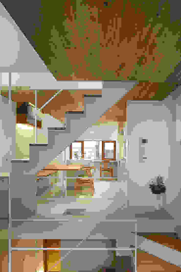 白金の家 ミニマルデザインの リビング の アトリエ スピノザ ミニマル