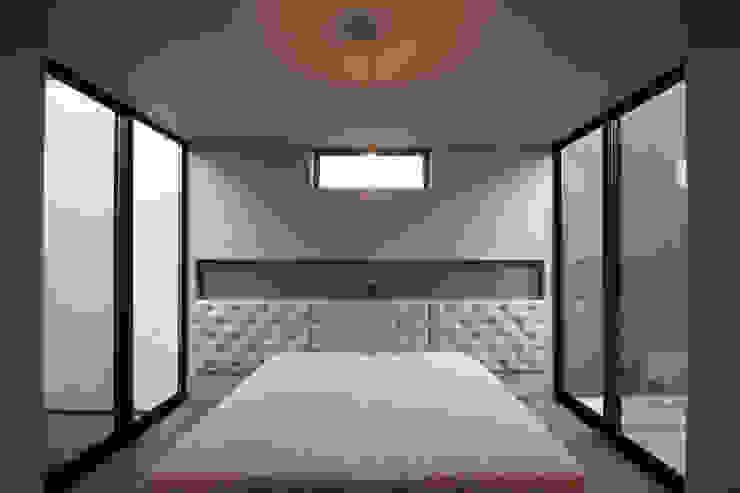 寝室 モダンスタイルの寝室 の SeijiIwamaArchitects モダン