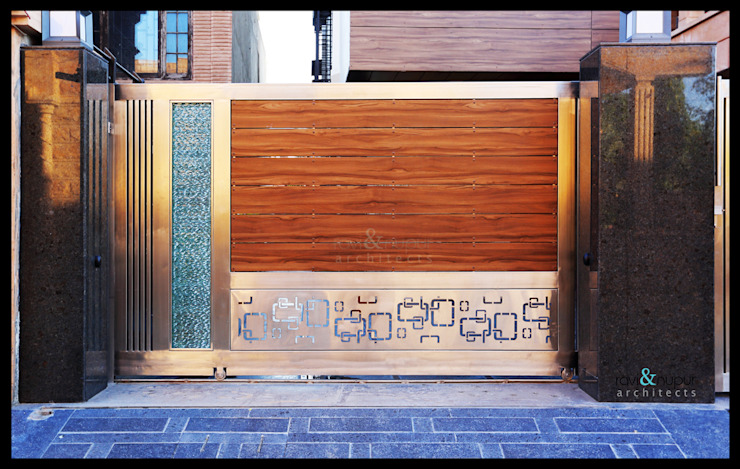 Gate Detail RAVI - NUPUR ARCHITECTS Modern windows & doors Wood Brown
