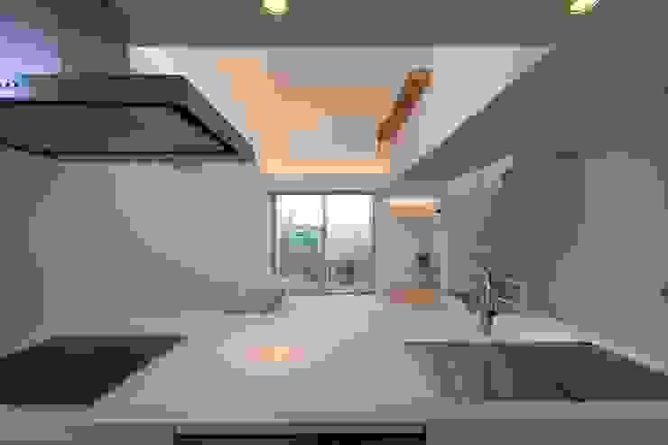 上鶴間の家 モダンな キッチン の アトリエ スピノザ モダン