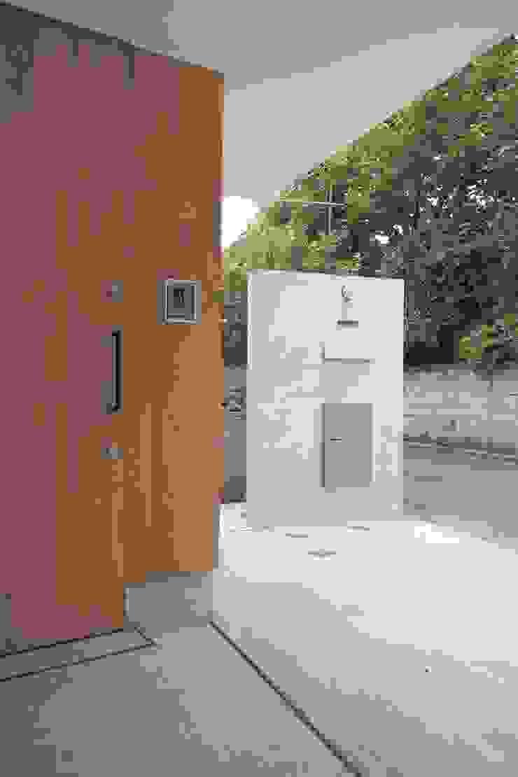 上鶴間の家 モダンデザインの ガレージ・物置 の アトリエ スピノザ モダン