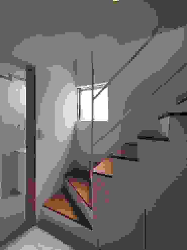 上鶴間の家 モダンスタイルの 玄関&廊下&階段 の アトリエ スピノザ モダン
