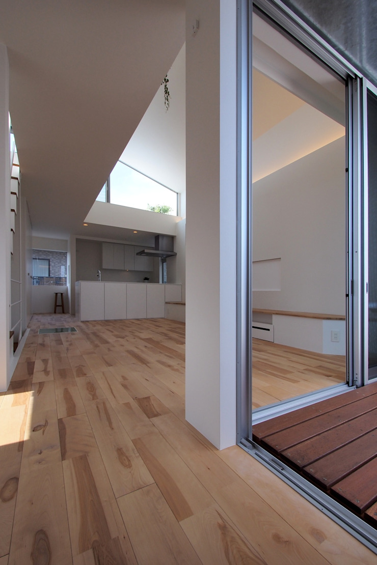 上鶴間の家 モダンデザインの テラス の アトリエ スピノザ モダン