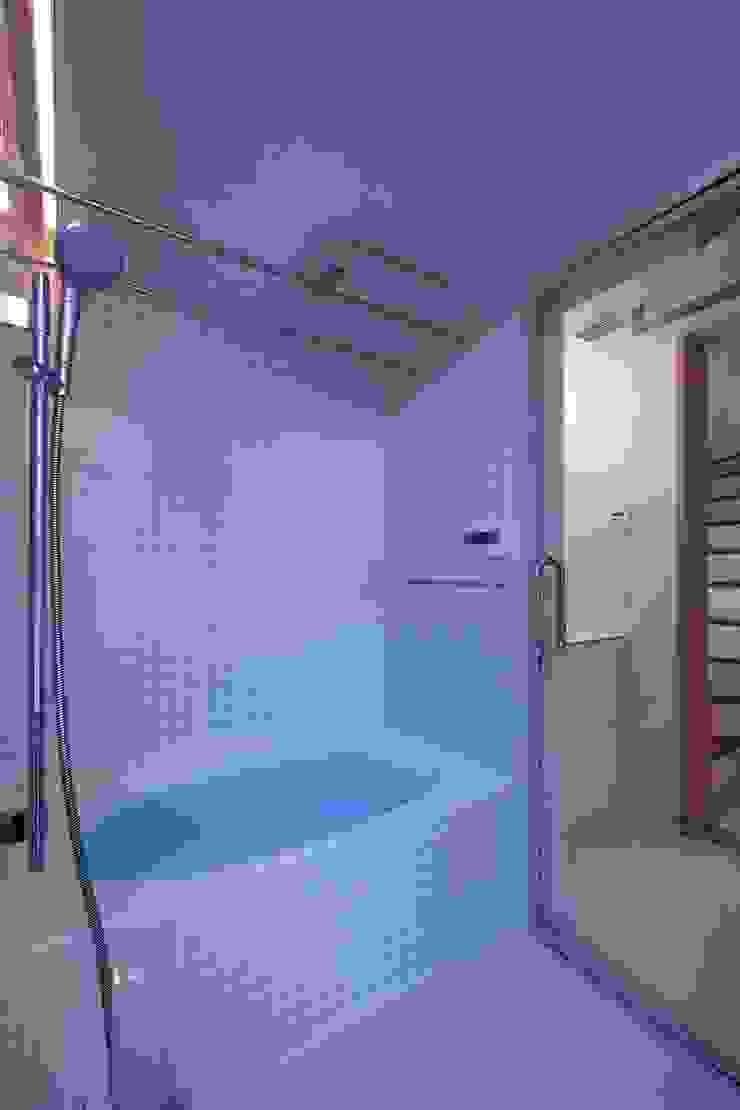 上鶴間の家 モダンスタイルの お風呂 の アトリエ スピノザ モダン