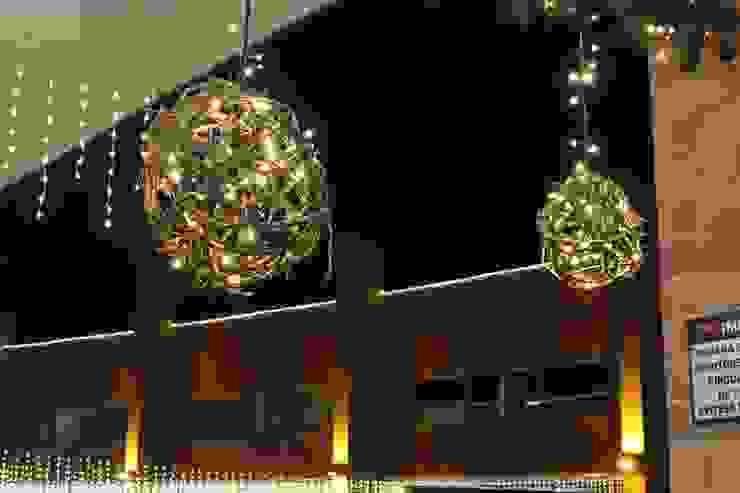 Diseño Implementación Navideña Indiana Mall – Envigado Pasillos, vestíbulos y escaleras de estilo rústico de Ladosur Rústico