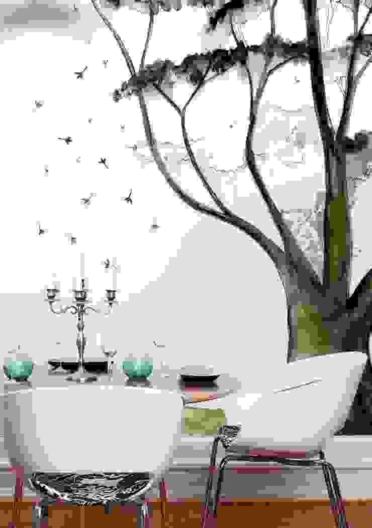 HF010-01-Magic-Tree por House Frame Wallpaper & Fabrics
