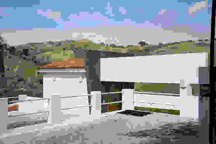 el garage Garajes modernos de Excelencia en Diseño Moderno Hierro/Acero