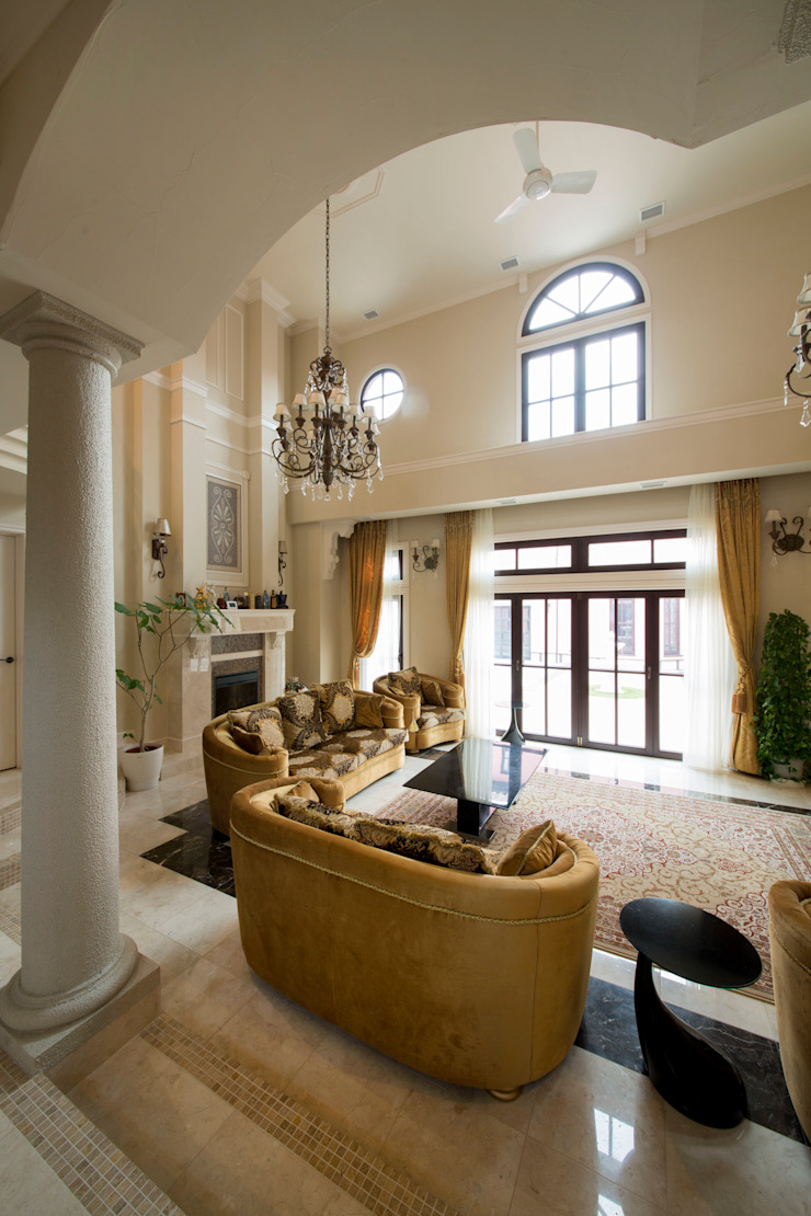 UE house | SANKAIDO クラシックデザインの リビング の SANKAIDO | 株式会社 参會堂 クラシック