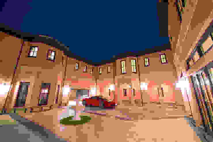 UE house | SANKAIDO クラシックデザインの ガレージ・物置 の SANKAIDO | 株式会社 参會堂 クラシック
