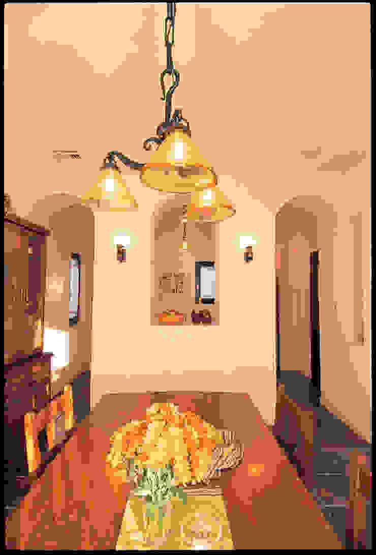 YA house | SANKAIDO 地中海デザインの ダイニング の SANKAIDO | 株式会社 参會堂 地中海