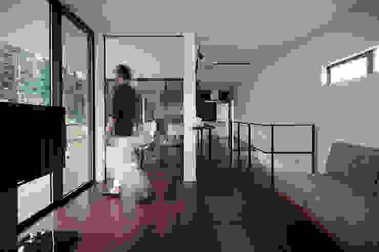 Modern corridor, hallway & stairs by 一級建築士事務所 株式会社KADeL Modern