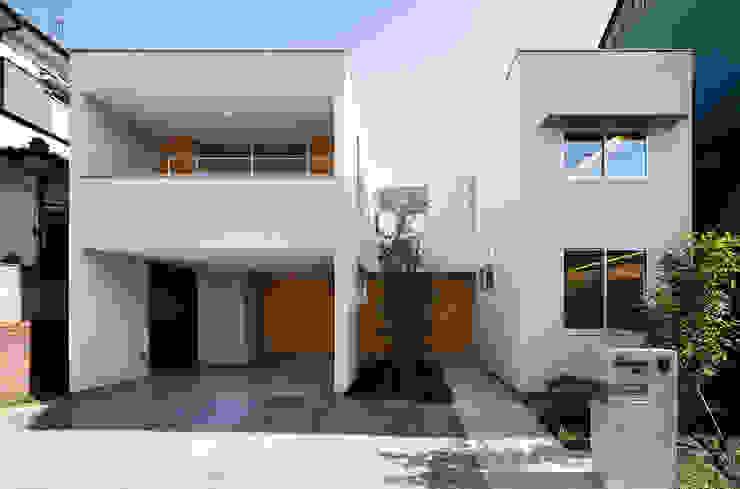 Casas modernas por アトリエ スピノザ Moderno